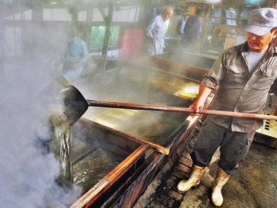 「純黒糖」の香り伝統工法が息づく