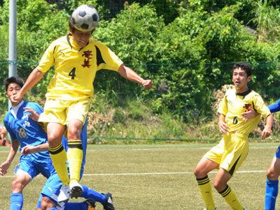 サッカー男子、奄美8強入り