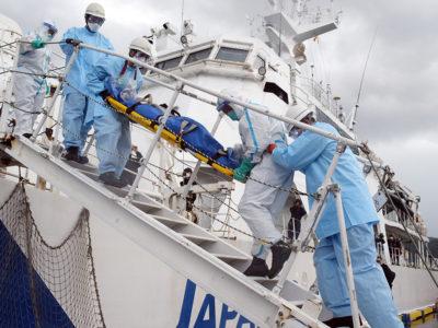 新型コロナ備え巡視船で合同訓練