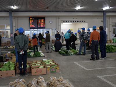 地元市場の青果物市況