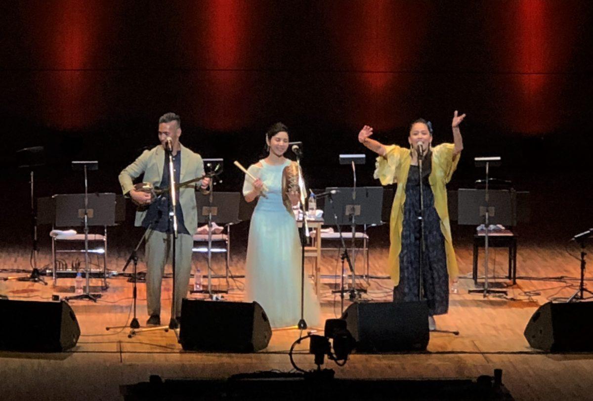 奄美歌手3人の熱いステージ