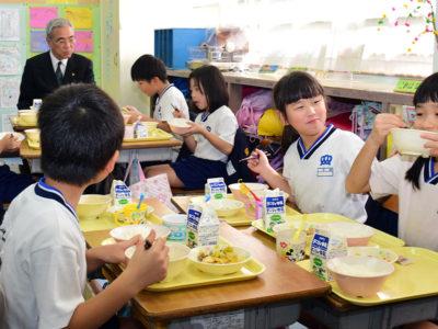 奄美市で学校給食週間