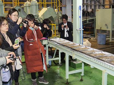 上海メディア来島 黒糖焼酎工場を取材