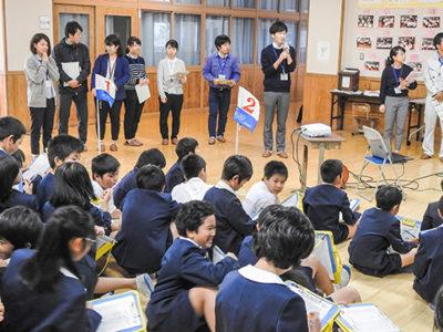 県若手職員と犬田布小児童交流