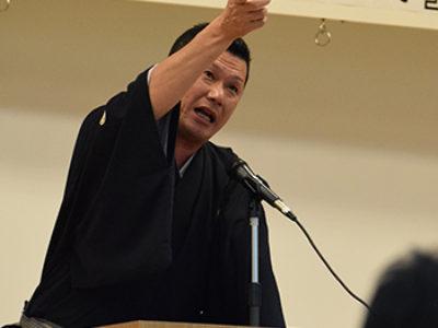 講談師・神田山緑が講演