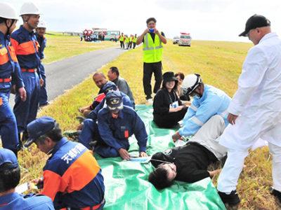 航空機事故を想定 消火・救難訓練
