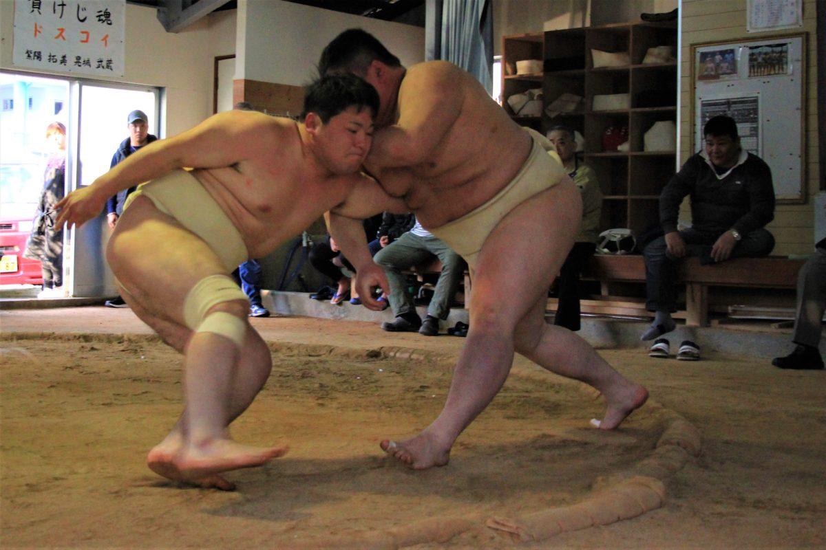 近大相撲部から選手招き稽古