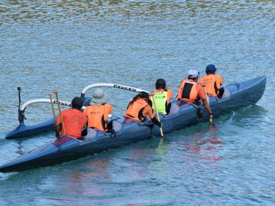 6人乗りカヌーで往復105㌔の航海に挑戦