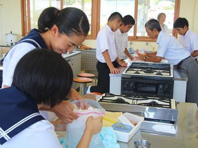 古仁屋高校で中学生体験入学