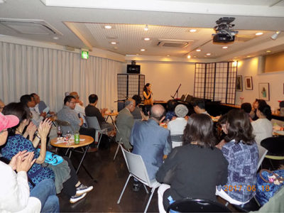 牧岡奈美さん、茅ケ崎でライブ