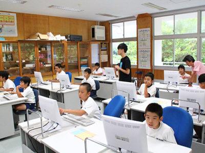 児童生徒がプログラミング体験