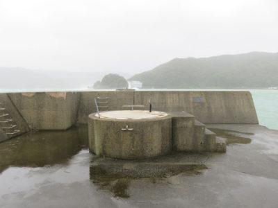 名瀬港の灯台消失