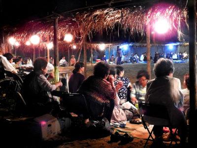 名物「サンシキ」で親睦の宴